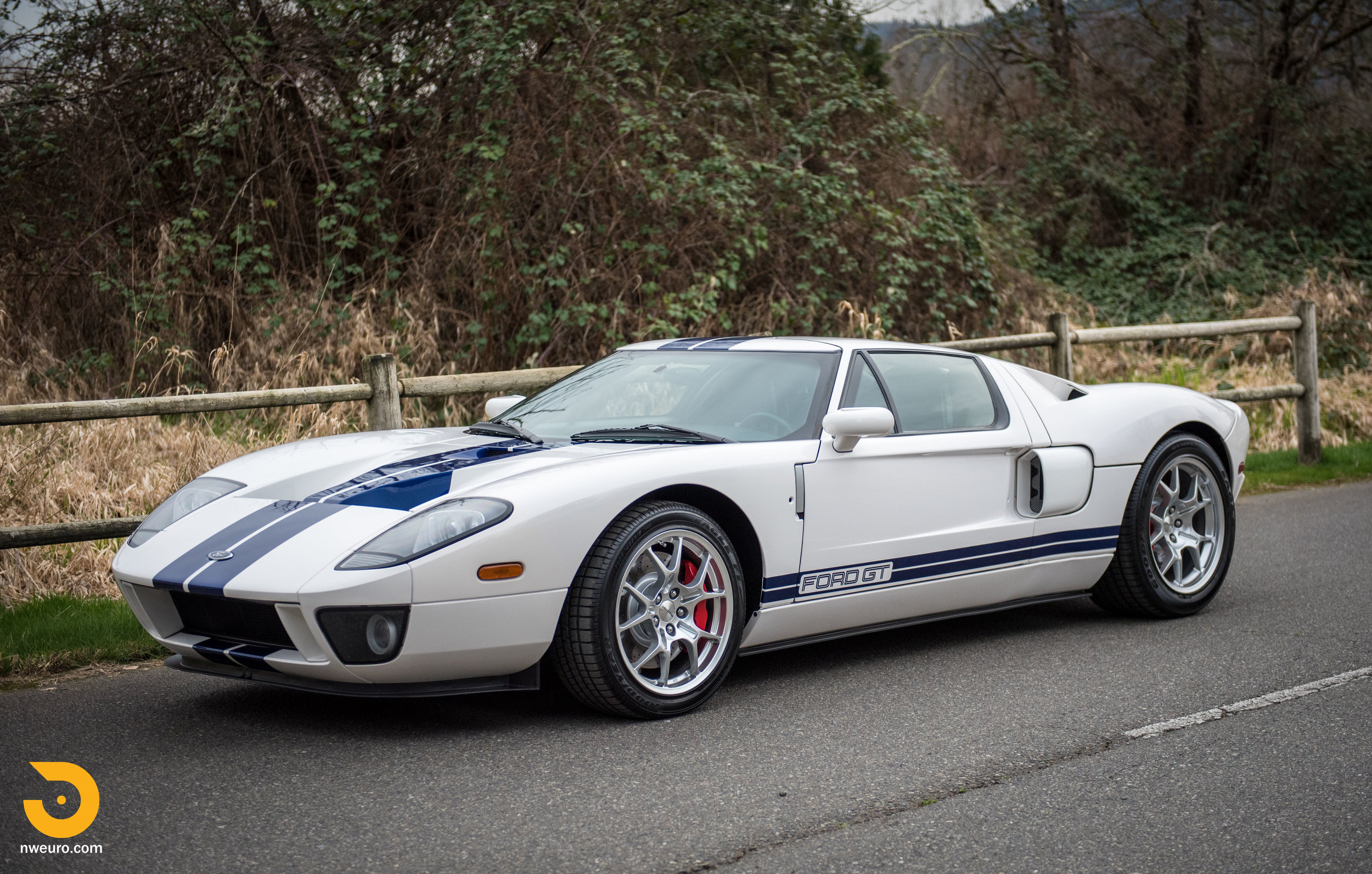 2005 Ford GT-67.jpg