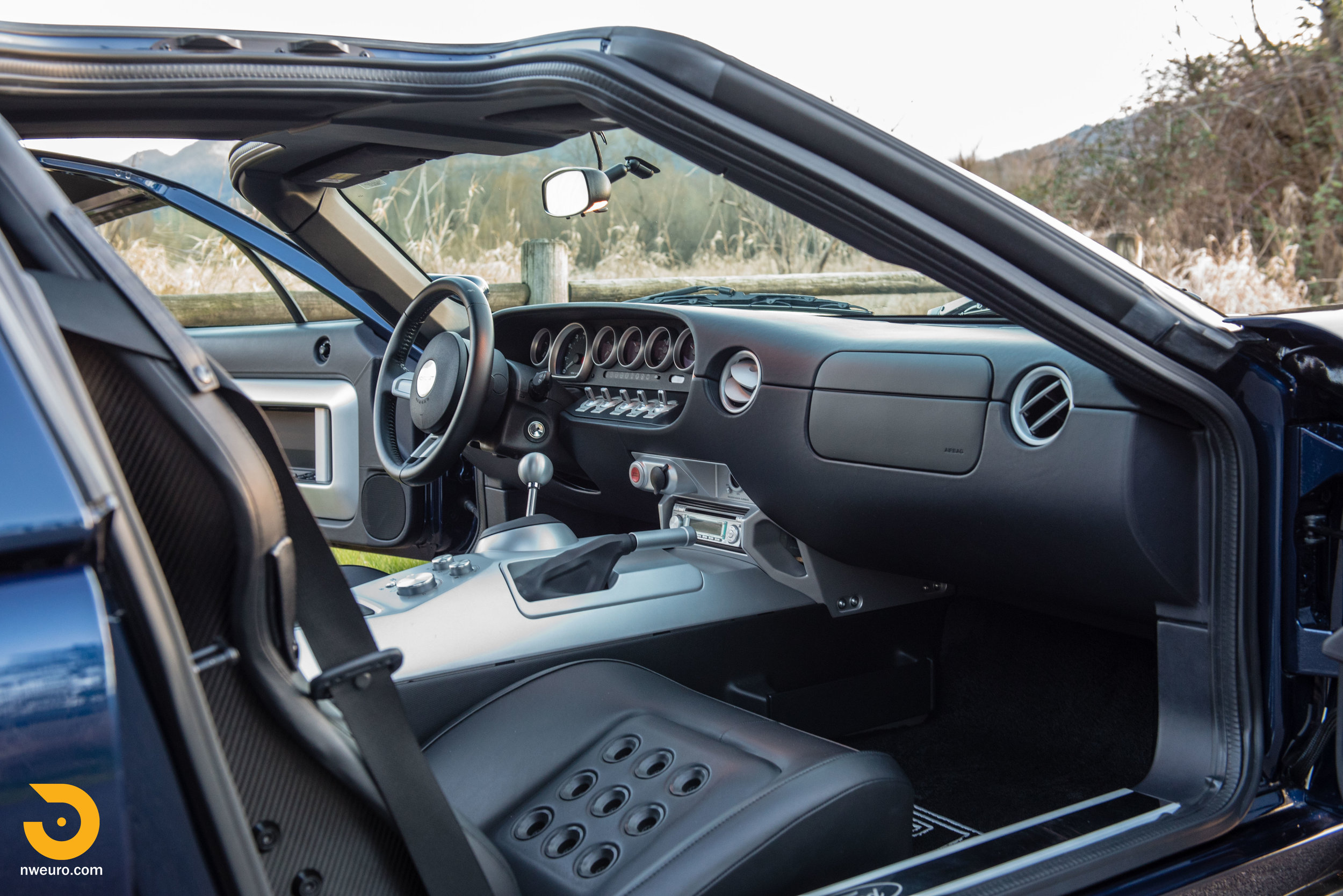 2006 Ford GT-20.jpg