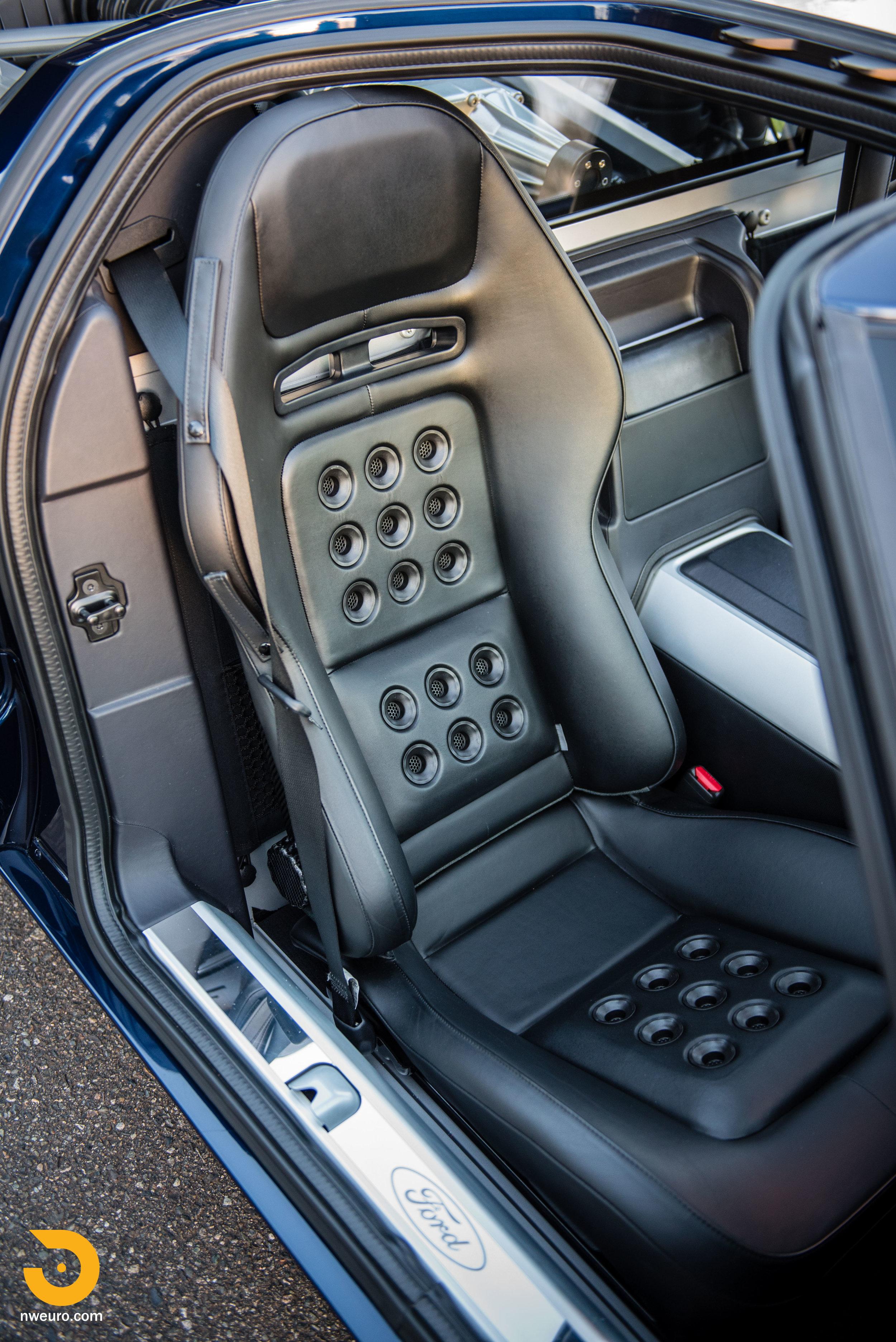 2006 Ford GT-24.jpg