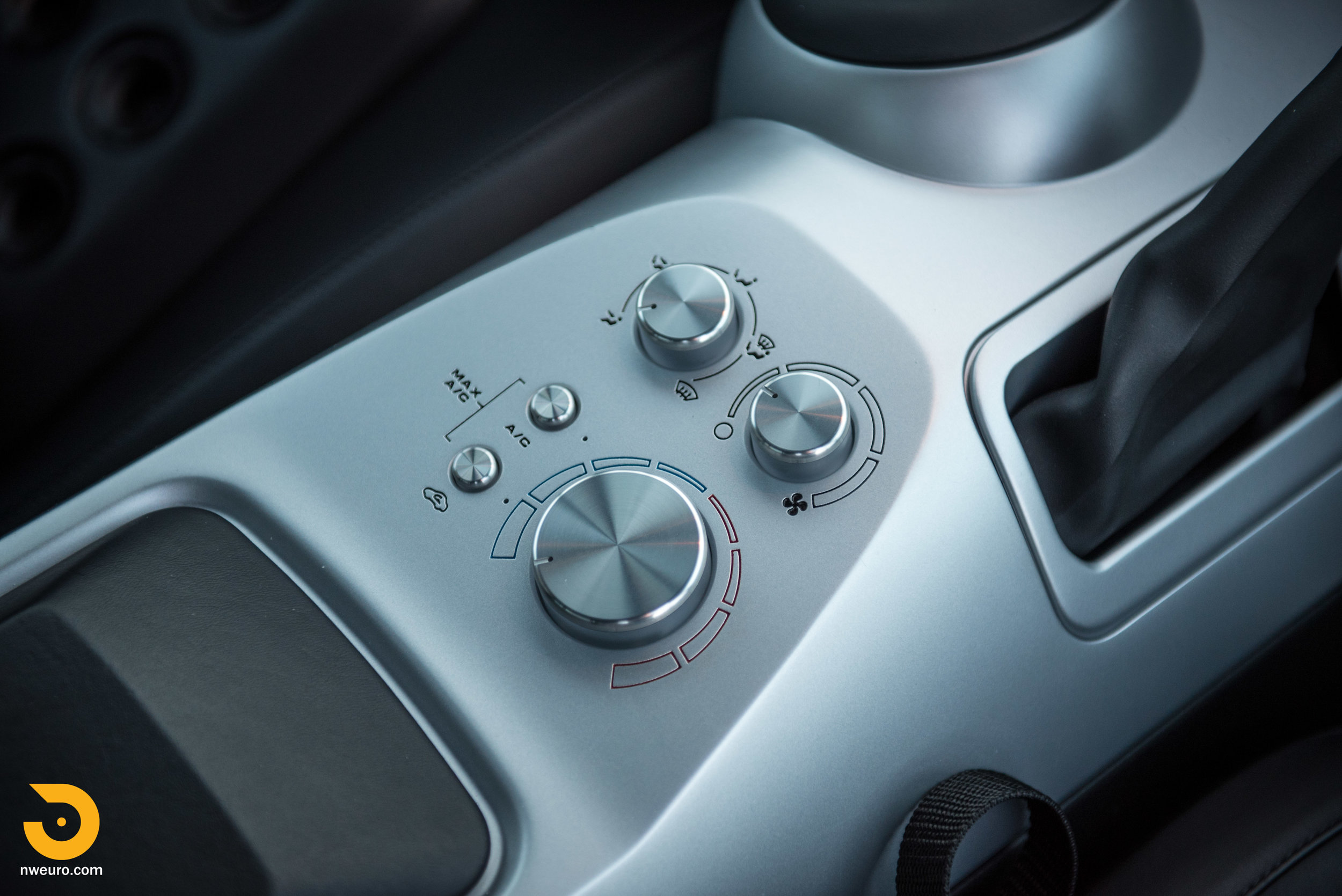 2006 Ford GT-47.jpg