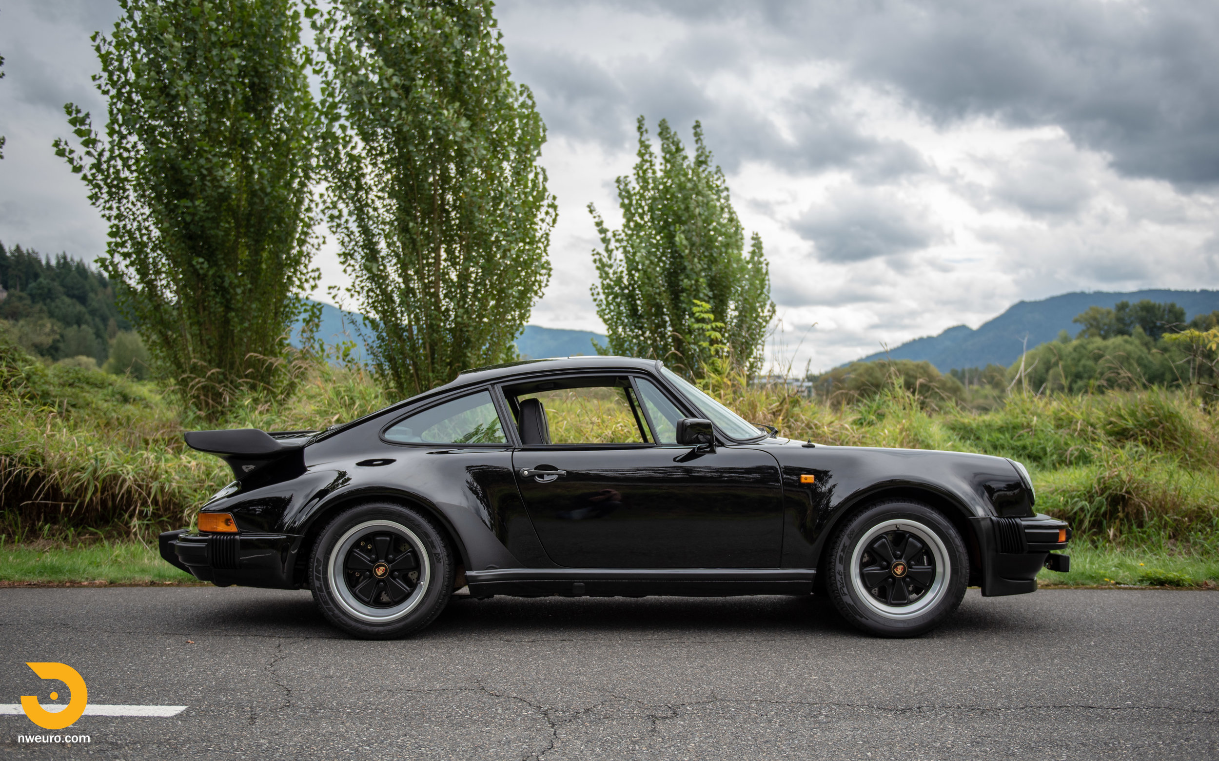 1983 Porsche 930-4.jpg