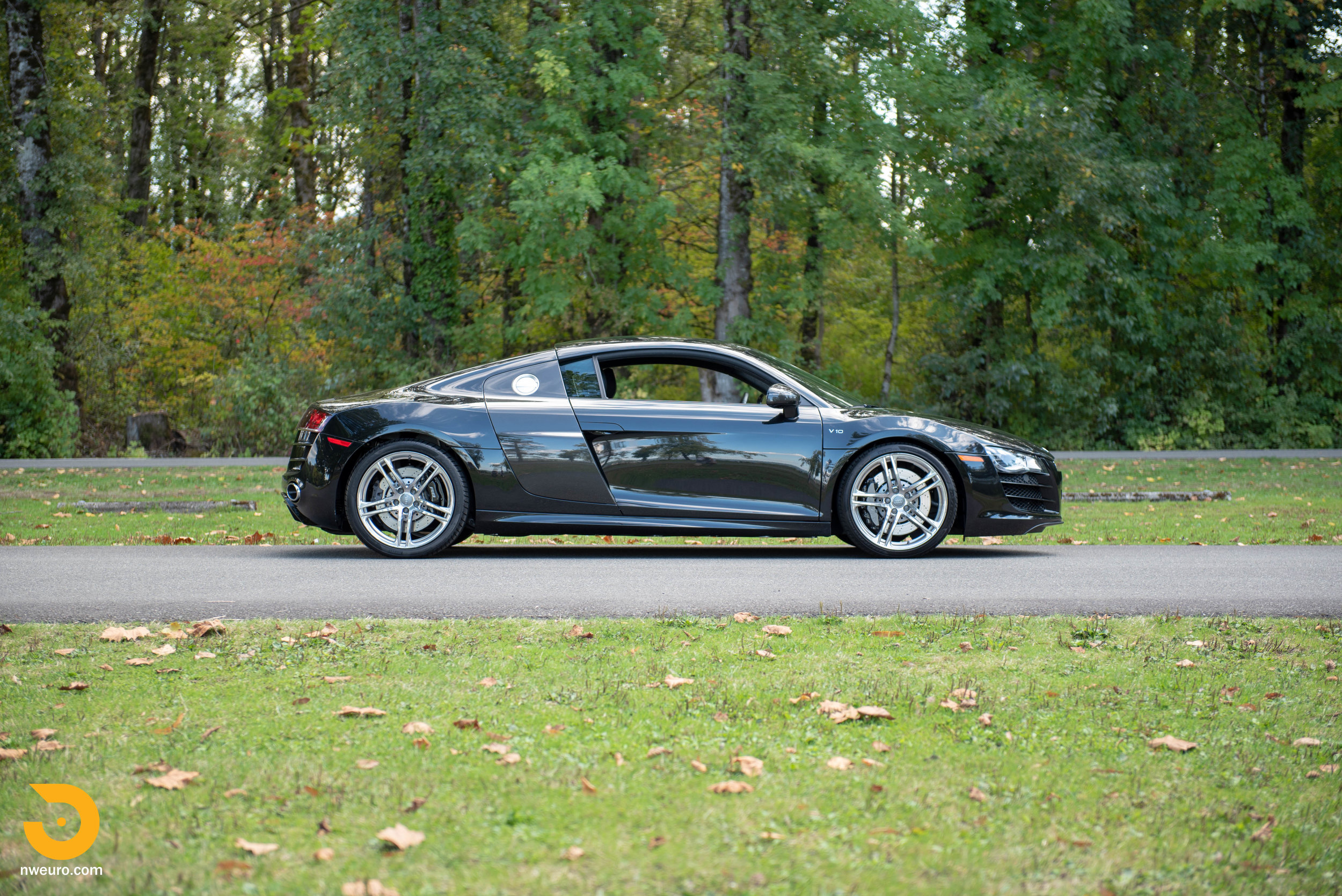 2010 Audi R8 V10-3.jpg