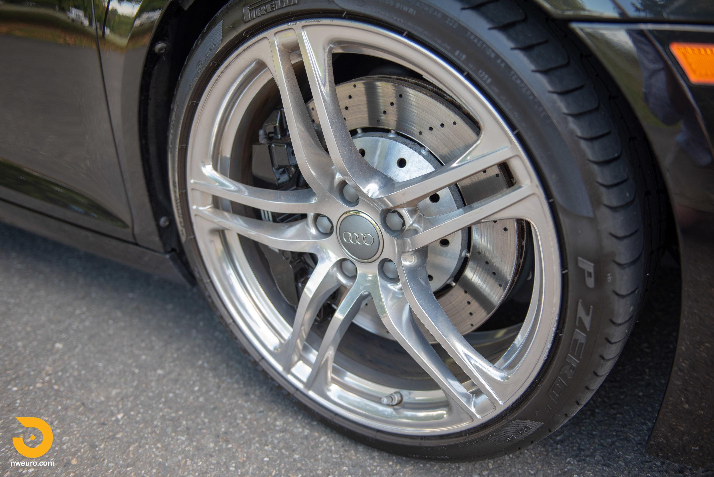 2010 Audi R8 V10-14.jpg