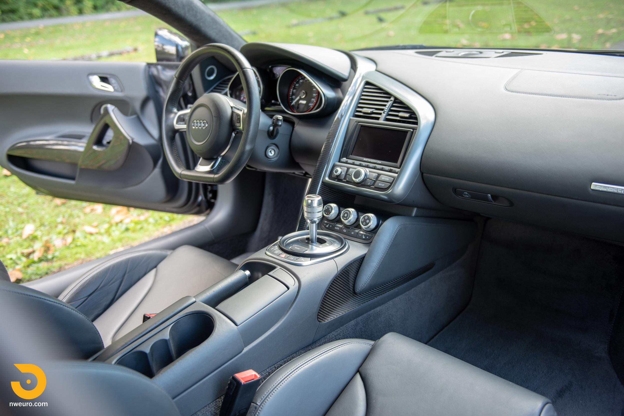 2010 Audi R8 V10-18.jpg