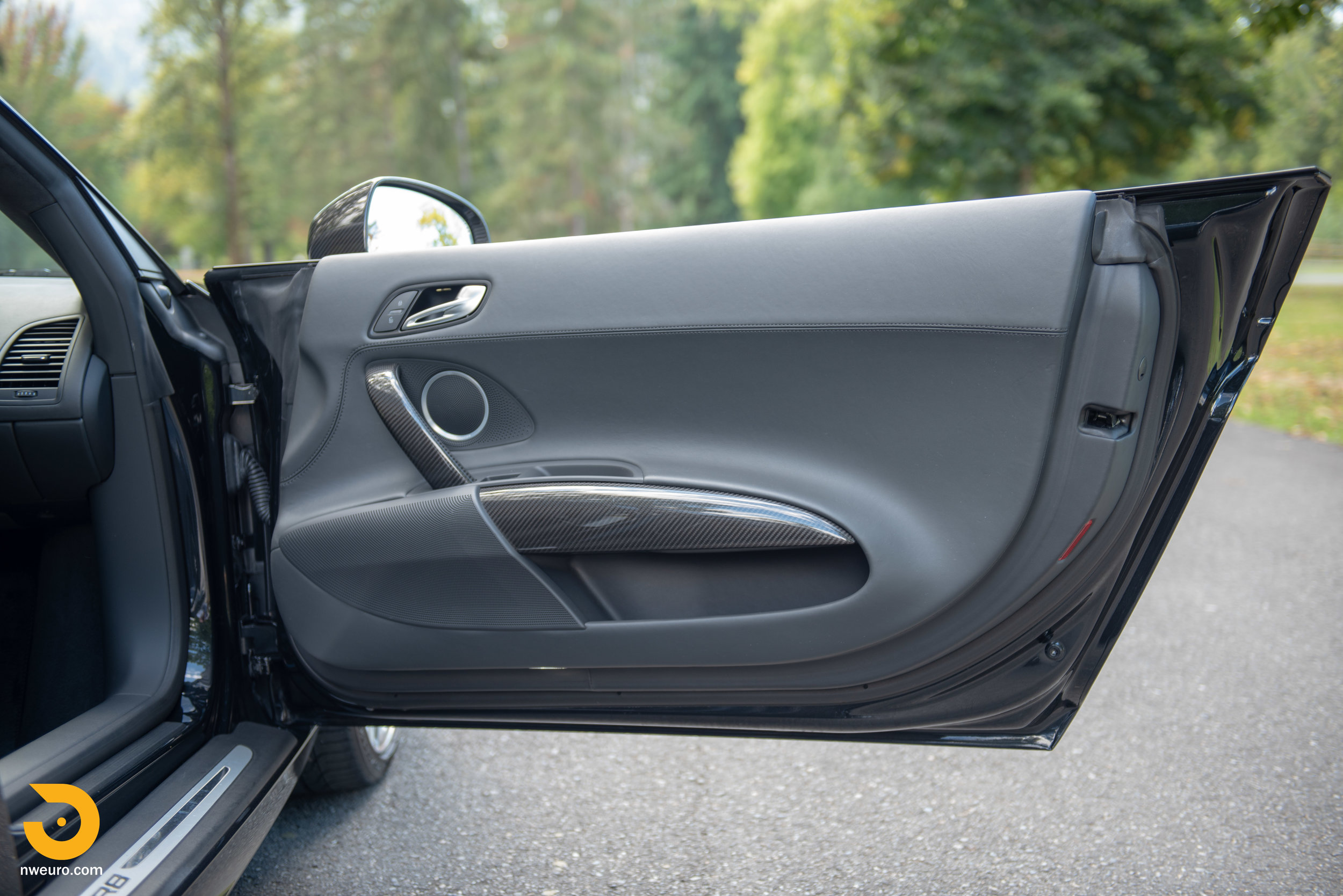 2010 Audi R8 V10-19.jpg
