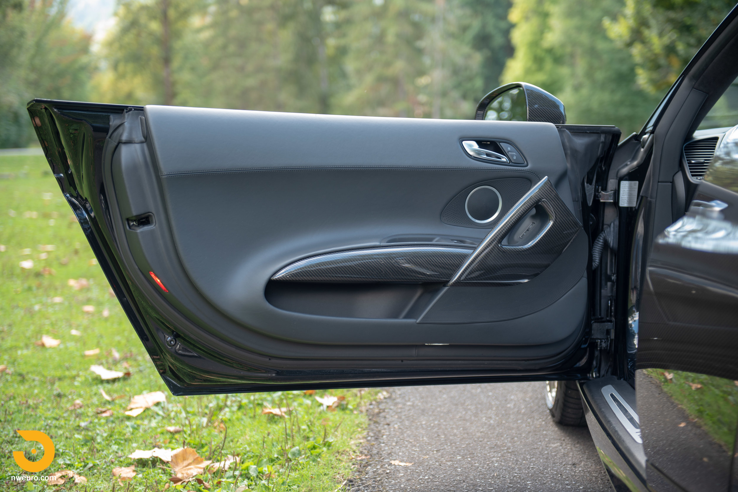 2010 Audi R8 V10-20.jpg