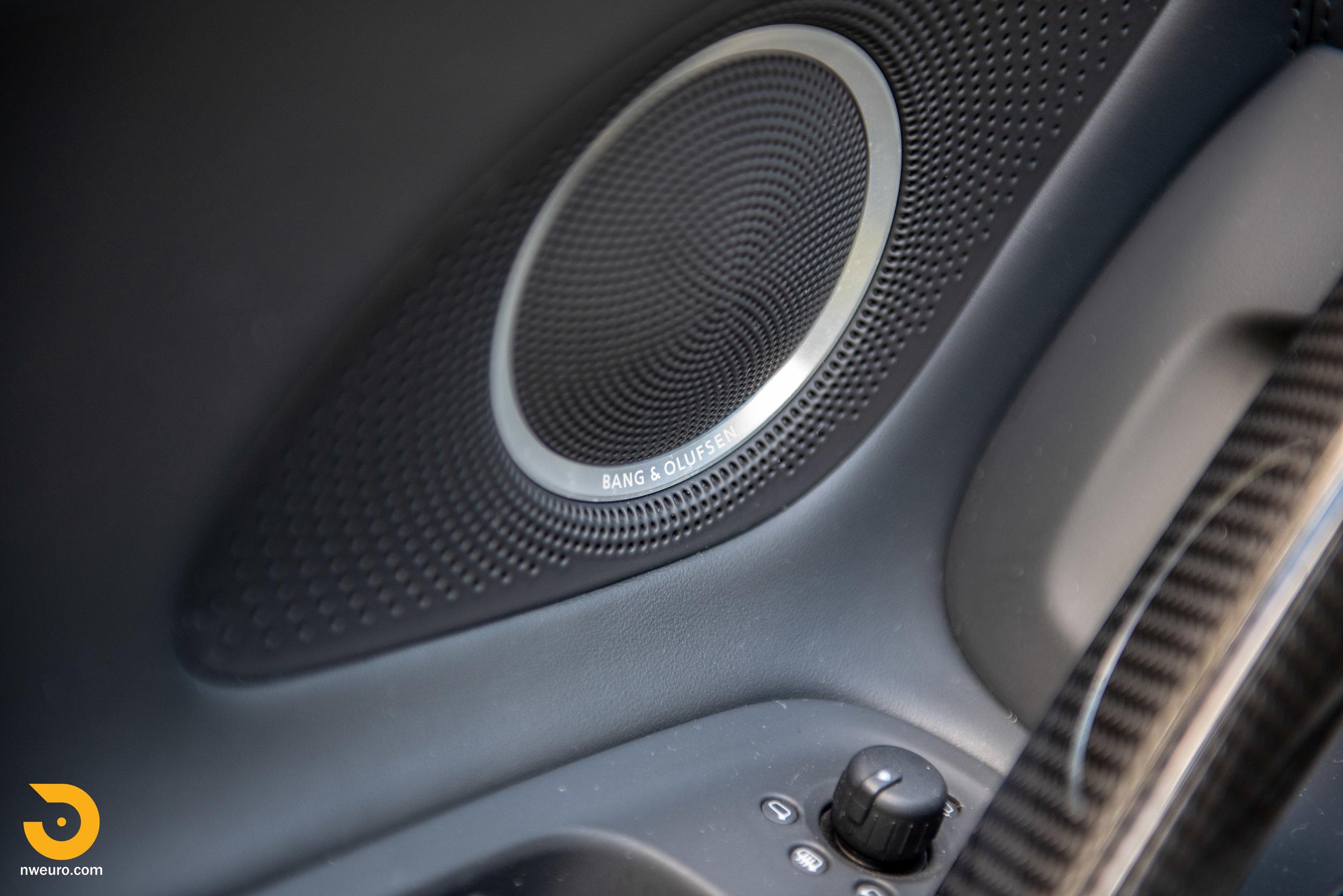 2010 Audi R8 V10-21.jpg