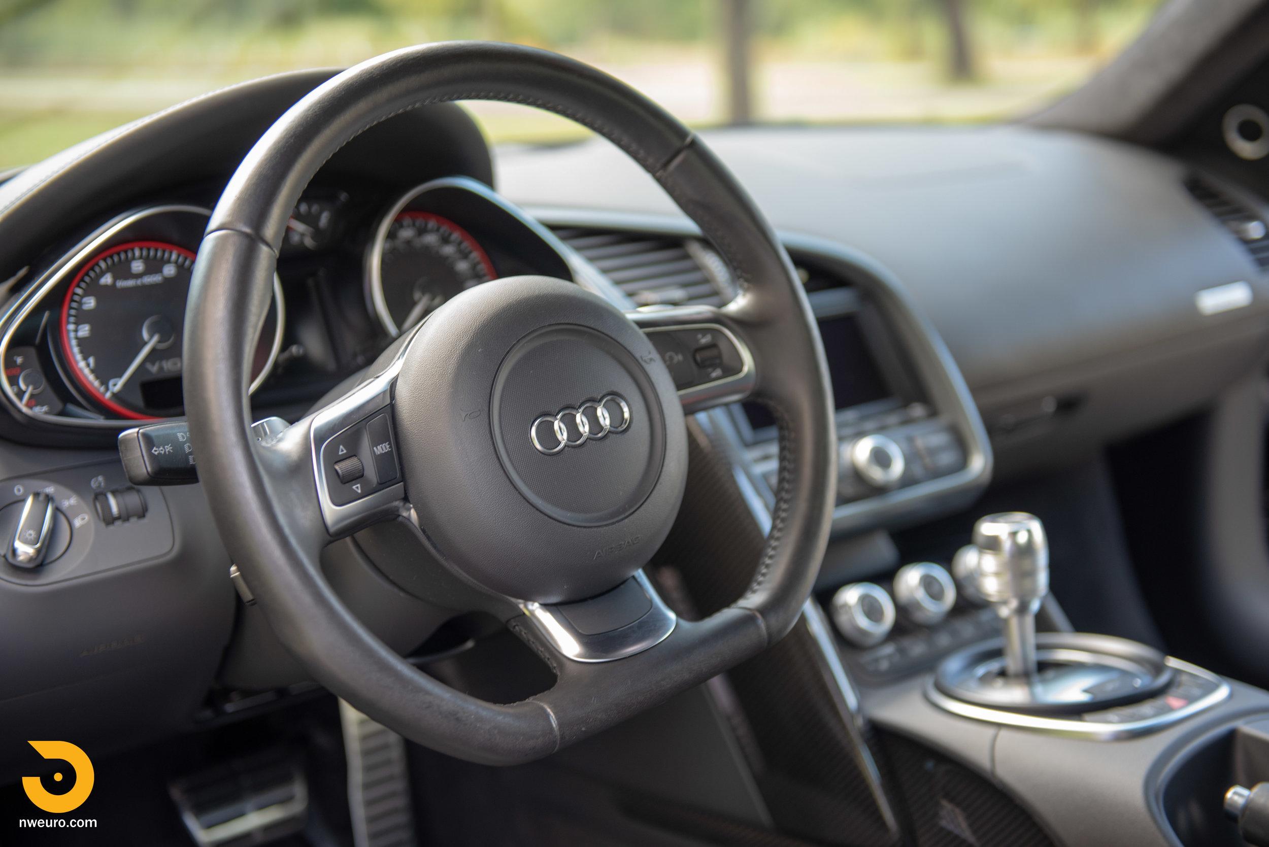 2010 Audi R8 V10-23.jpg