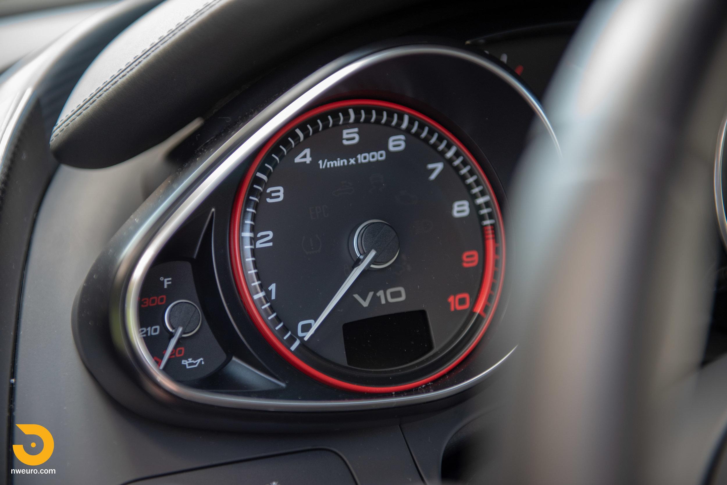 2010 Audi R8 V10-24.jpg