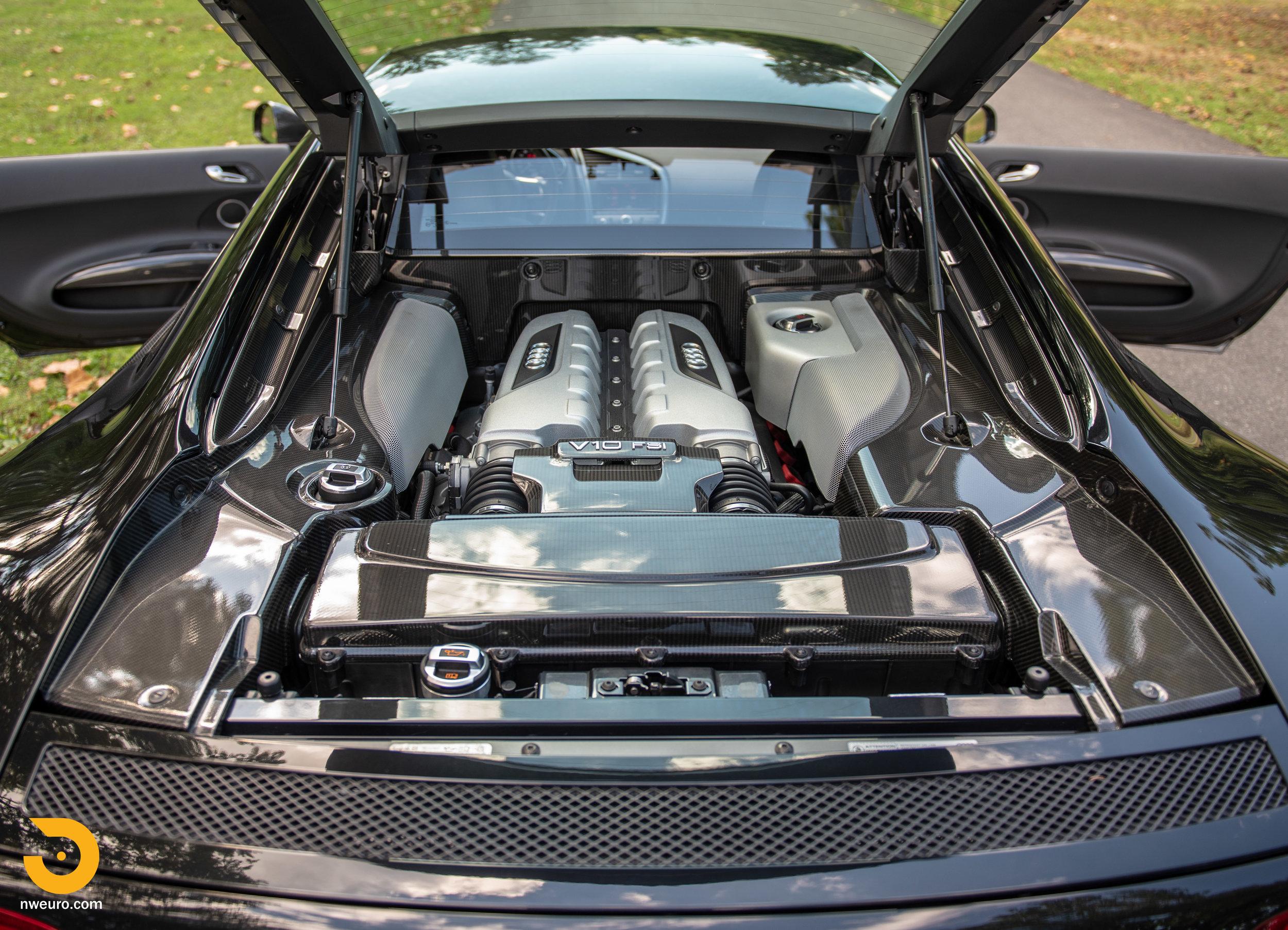 2010 Audi R8 V10-25.jpg