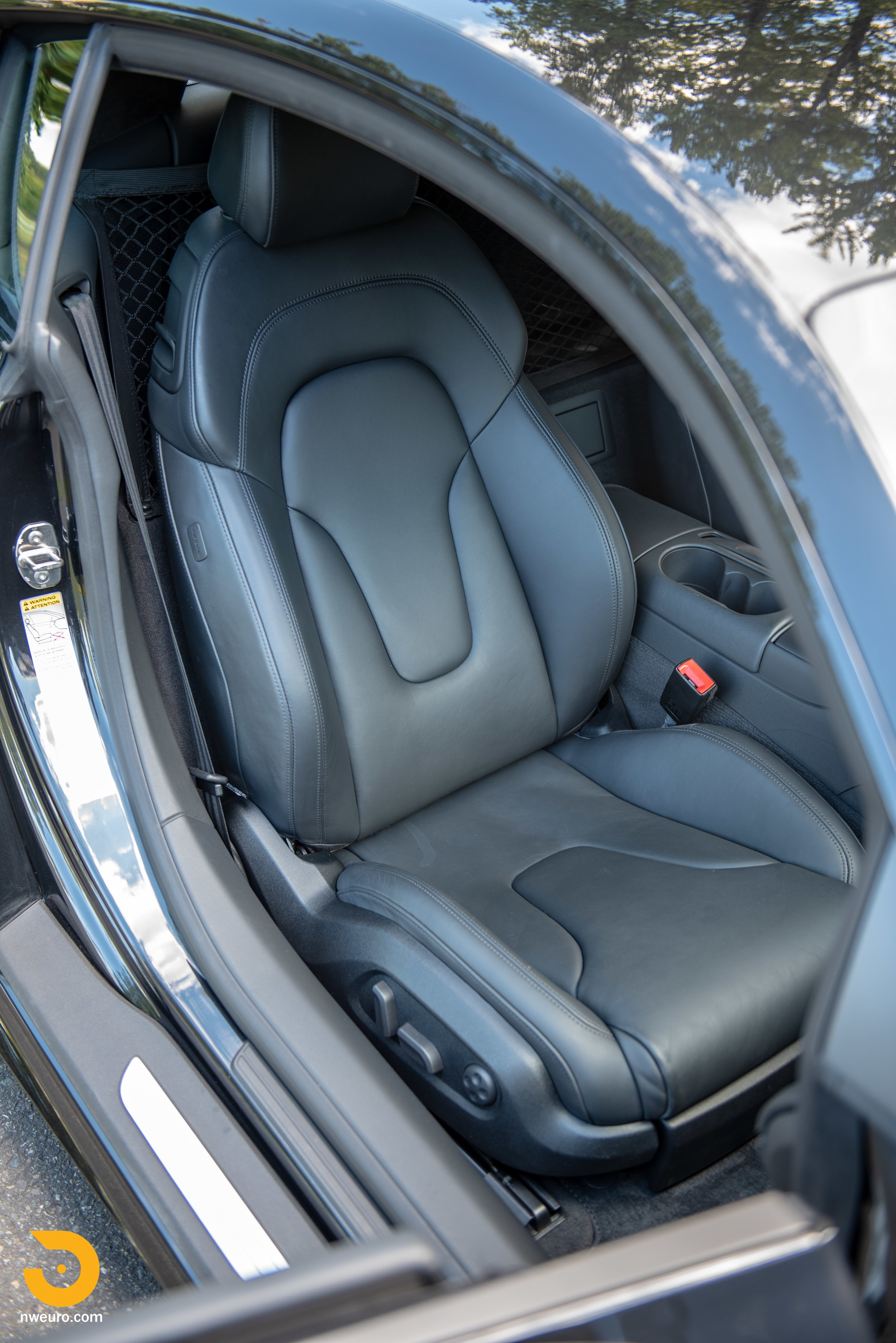 2010 Audi R8 V10-38.jpg