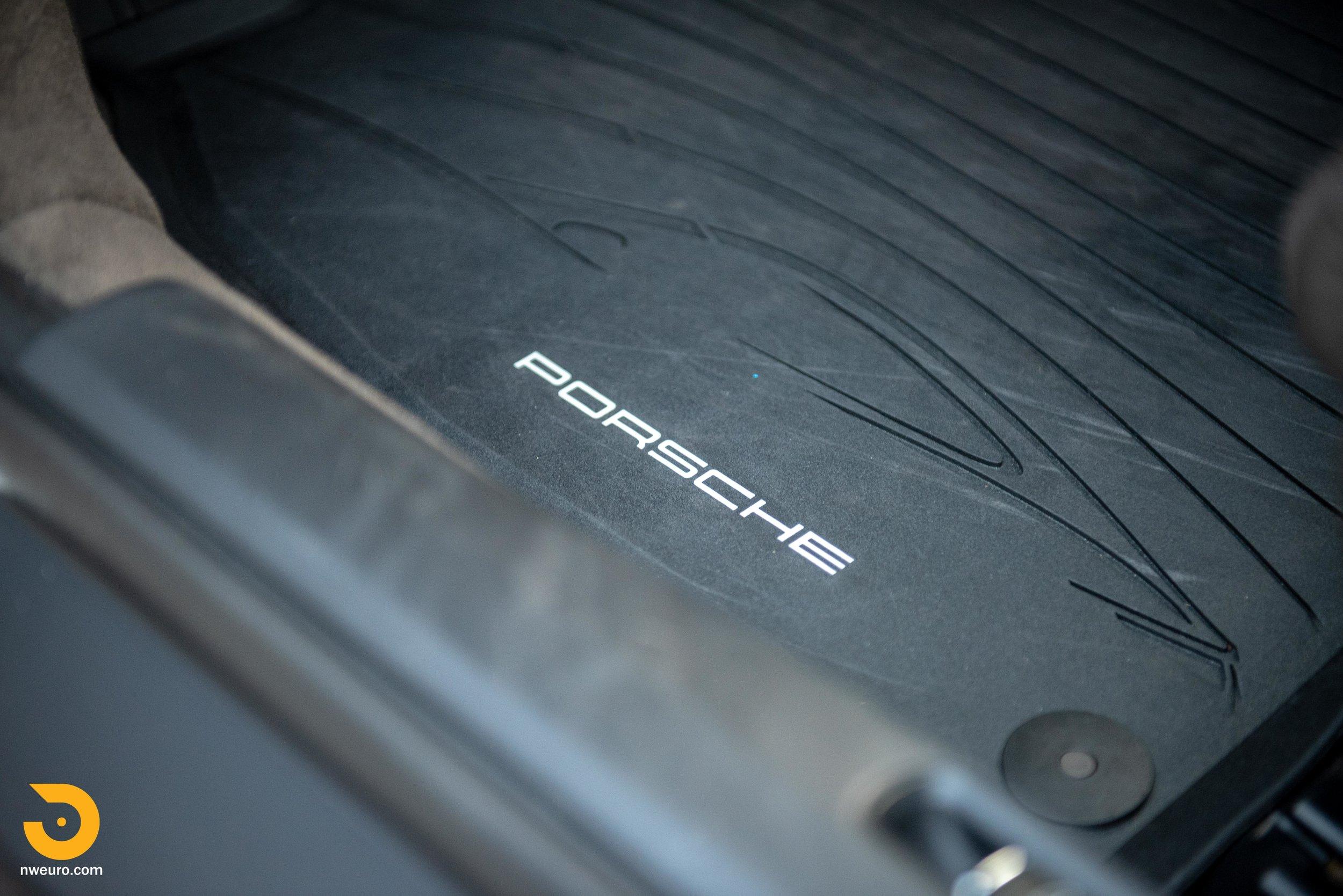 2012 Porsche Carrera S-45.jpg