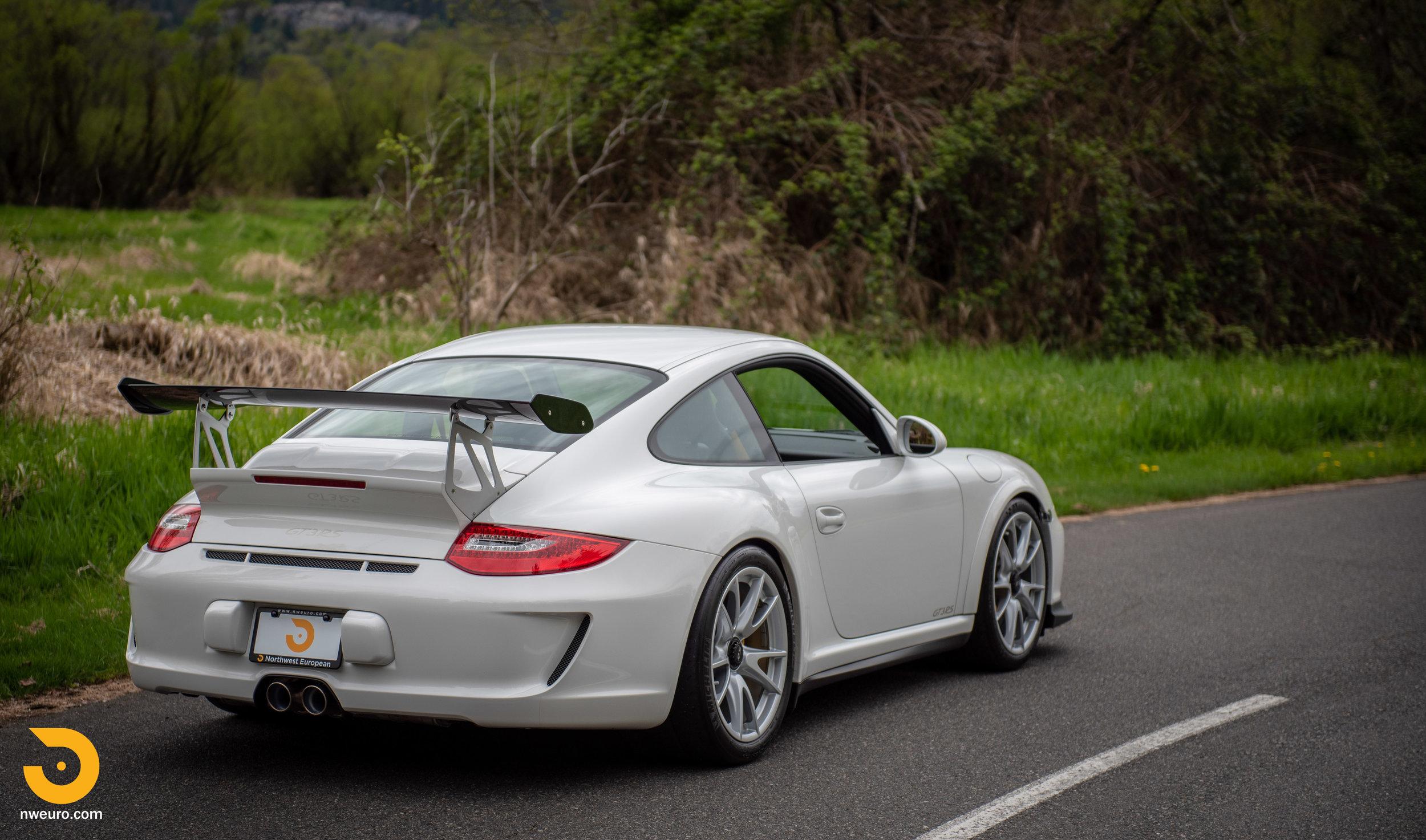 2011 Porsche GT3 RS-3.jpg
