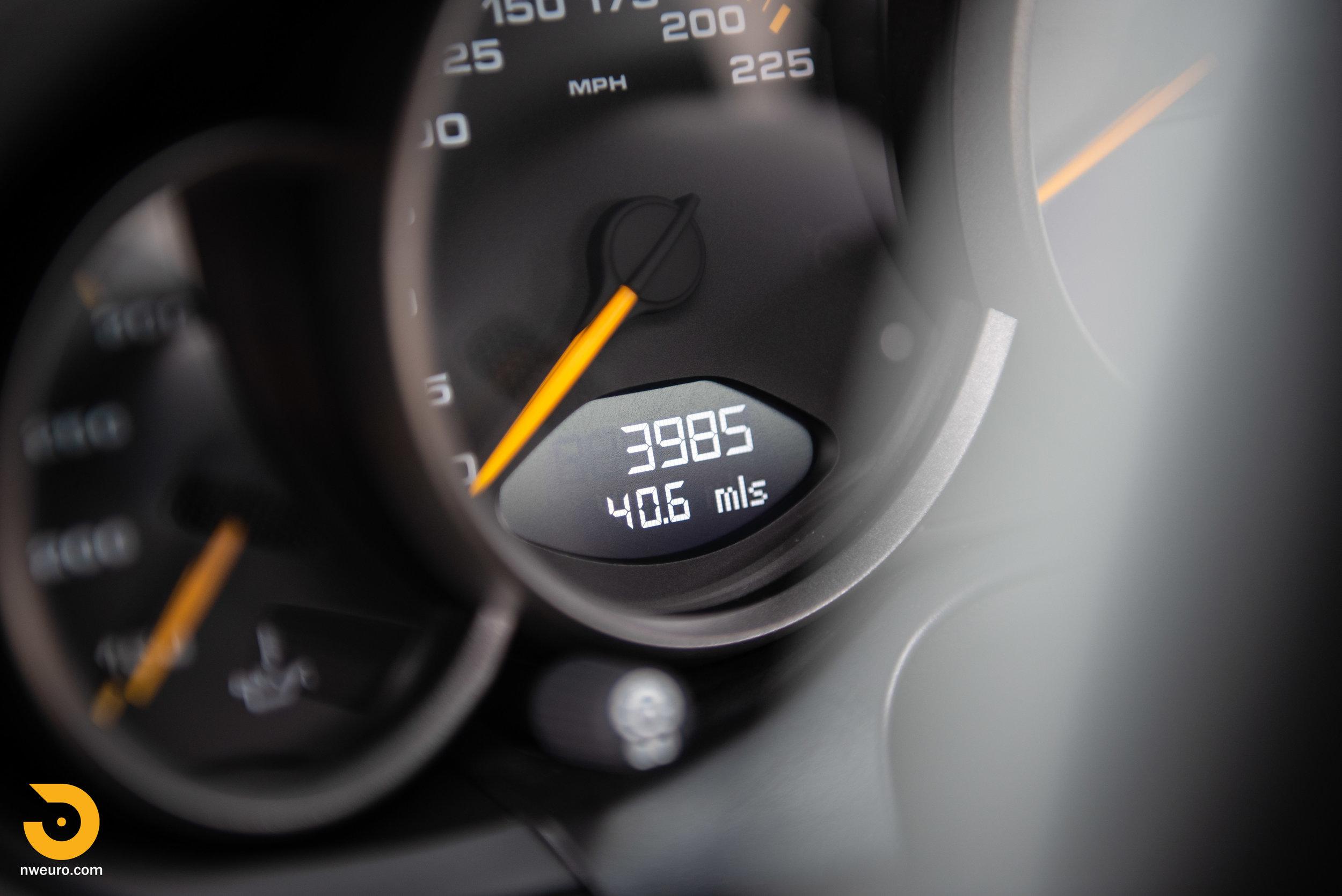 2011 Porsche GT3 RS-62.jpg