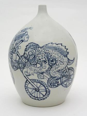 Shin Koyama, Driving Crazy, hand painted ceramic, 35 cm round