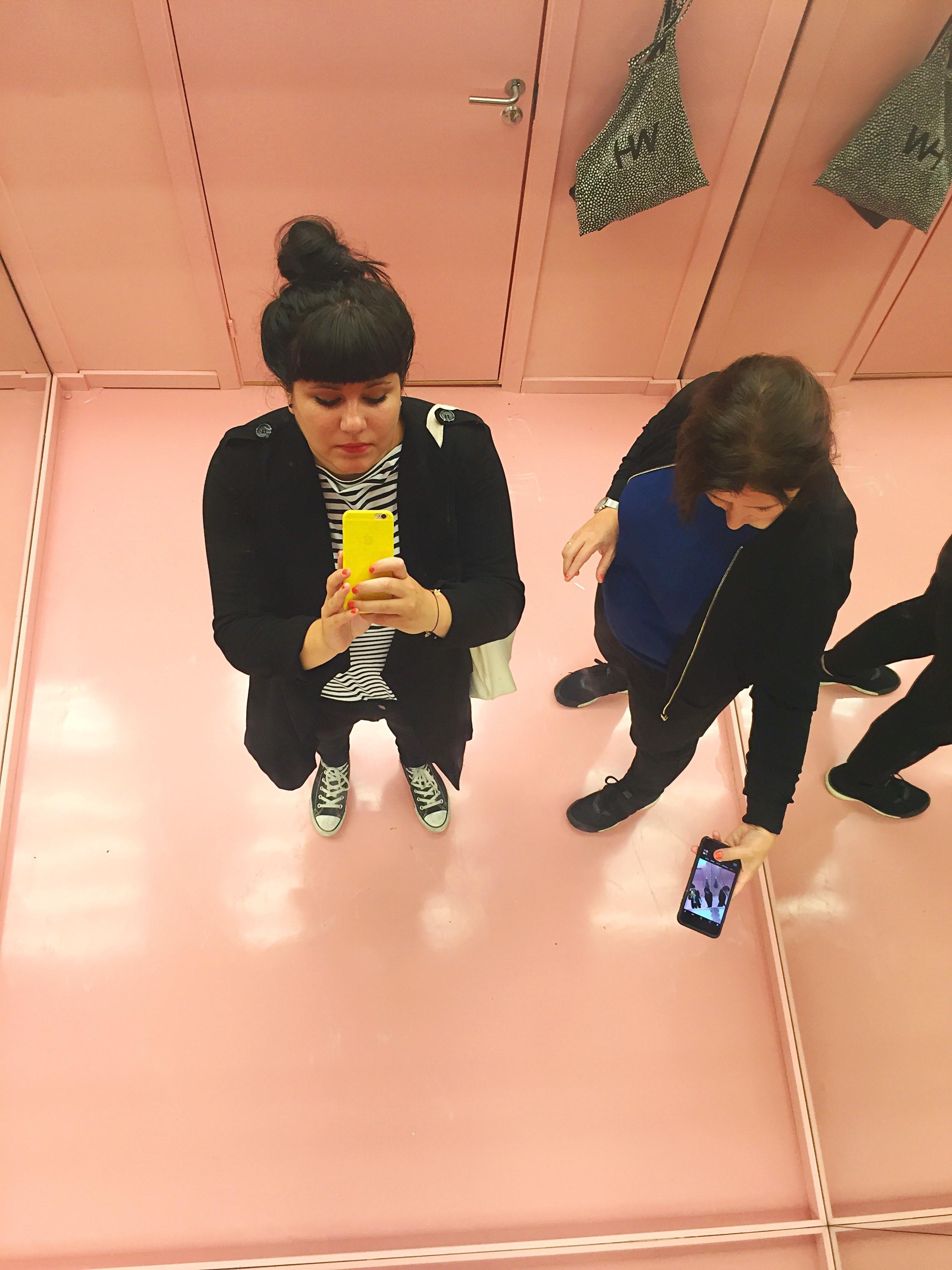 AMA og Åse rosa rom.jpg