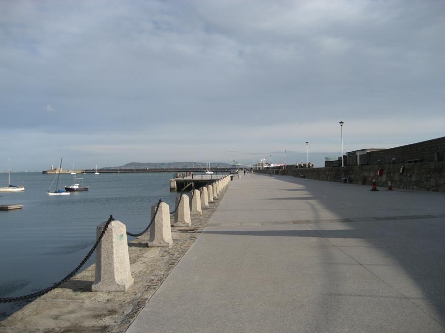 East Pier Dun Laoghaire Harbour 1.jpg