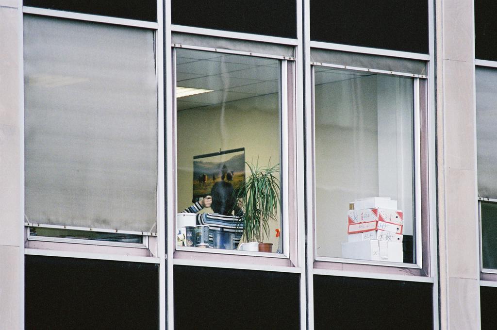 W, Paris 2004 - Les présences désagrégées, Paris 1998-2000 - Photographie Silvana Reggiardo