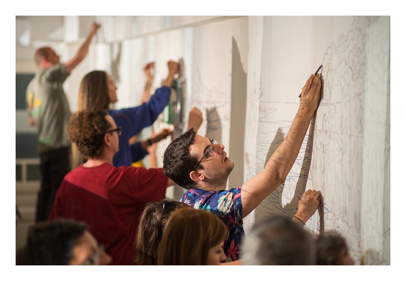 Az első szombaton egy sor írásvetítővel a kontúrok lettek kivetítve a falra, az első önkéntes csapat ezeket rajzolta fel.