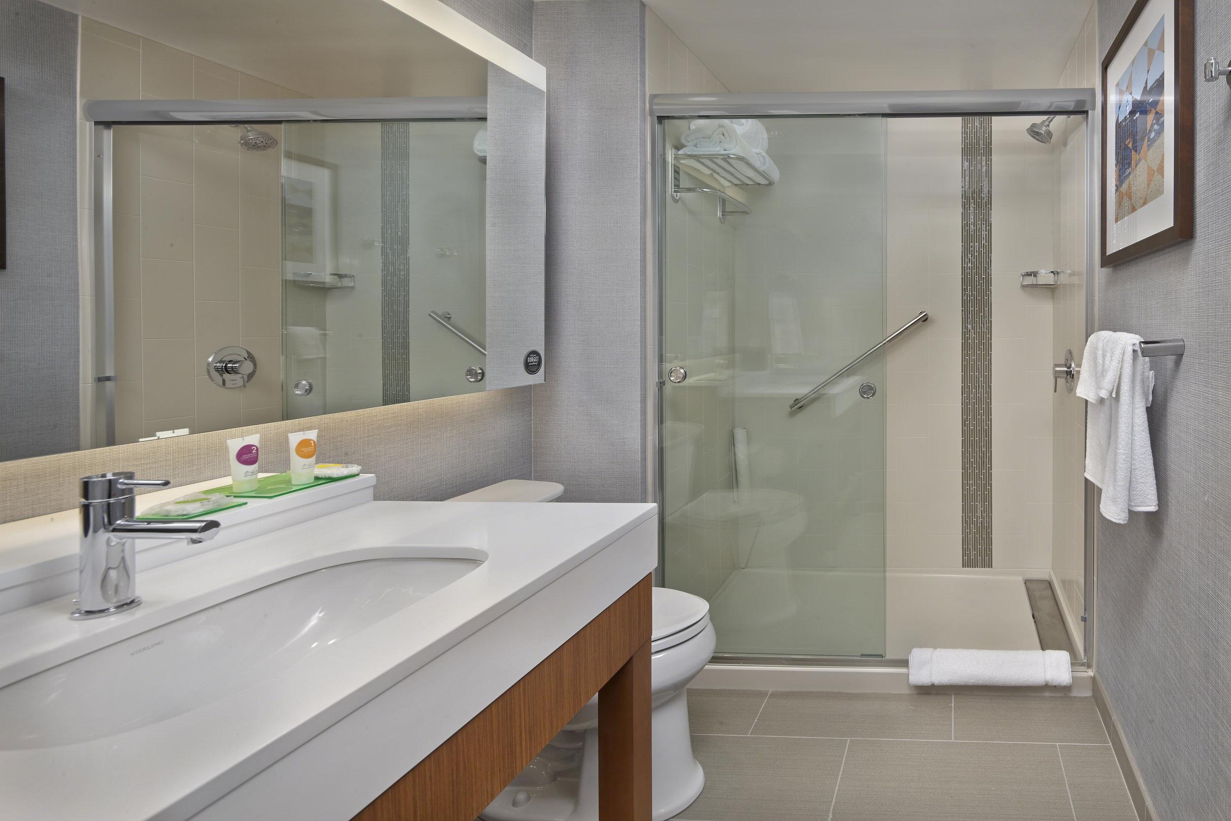 Hyatt_Place_Hotel_Warwick_7_18_standard_bath-60mb.jpg