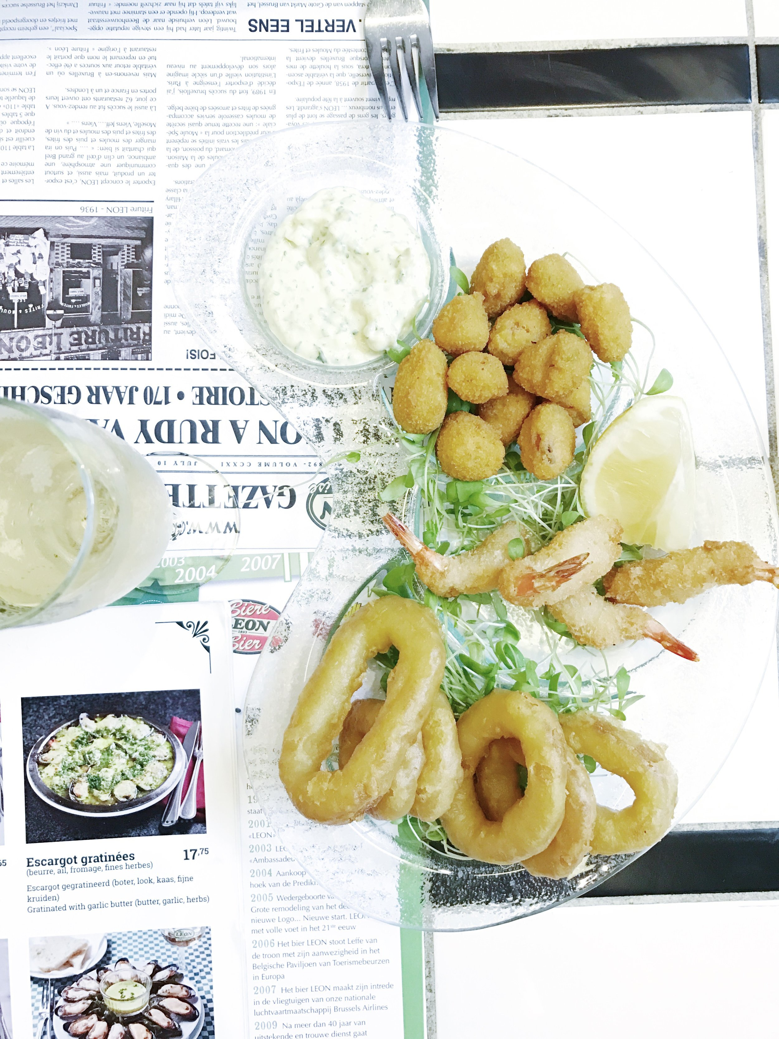 Fried appetizers, yay! From top to bottom: fried mussels, fried shrimp and fried calamari rings. Served with tartar sauce.