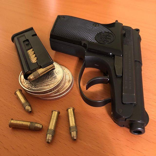Beretta 21A.... sleek little .22 #22lr #beretta #beretta21a #silverdollar  #gunporn #2ndammendment #everydaycarry #2a #pewpewlife #igmilitia #weaponsdaily #gunsdaily #edc #gunchannels