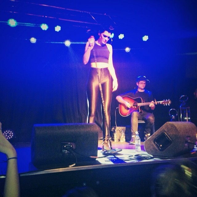 She rocked the house down. That voice and those abs. Woah! @isthatjessiej.