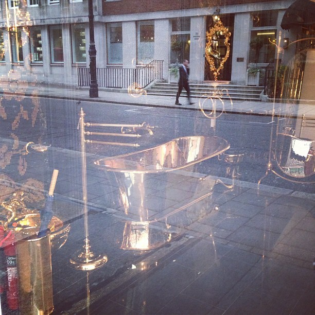 You know your in Mayfair when you see a gold roll-top bath!