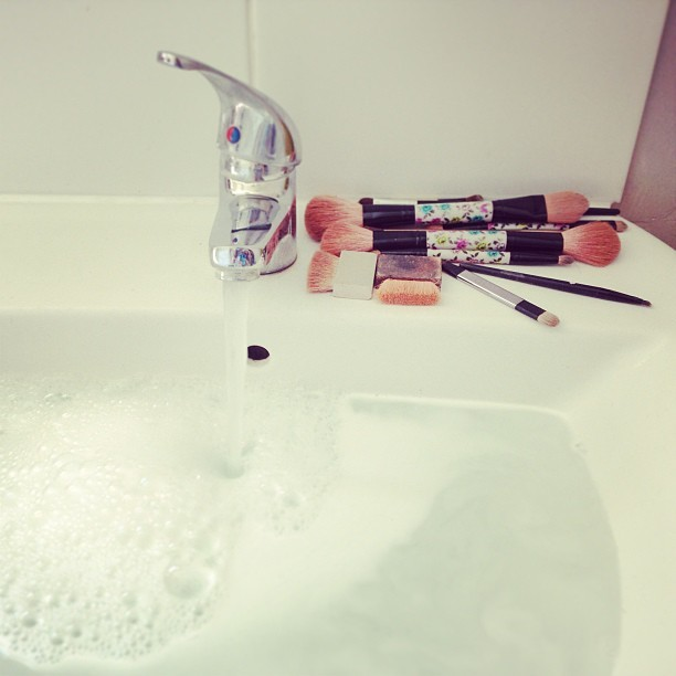 Ladies (& Gents), when was the last time YOU washed your makeup brushes? Time for a make-up bag spring clean me thinks… Use hot soapy water and then leave to dry naturally. #bbloggers #beauty #makeup #cosmetics #brushes #springclean
