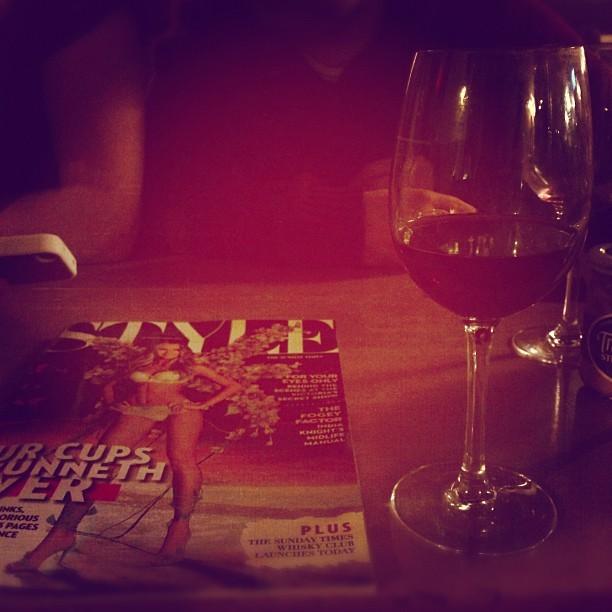 Sunday night Style… #cheekyglassofred