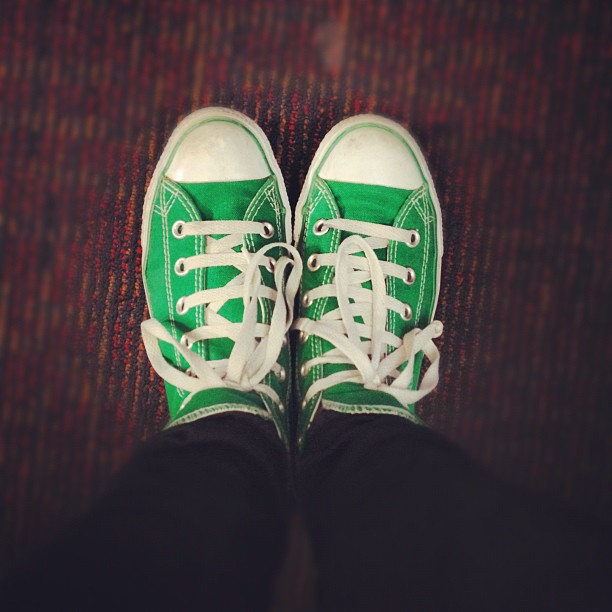 #todayimwearing loopy-laced hi-top green @converse #chucks, black @topshop #leigh skinny jeans & my @forever21 #NEWYORK #Manhattan #5thAve tee with wrists full of gold #armcandy bracelets. #fashion #style #blogger #whattowear #instadaily #me #girl #photo #instakicks #footwear #converse #athletics #shoes #uk #instapic  (Taken with  Instagram )