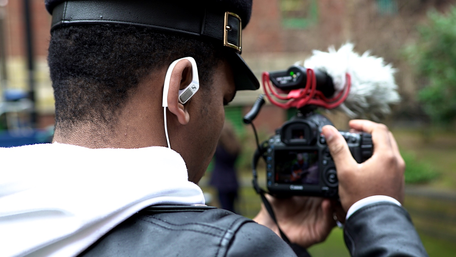 Blogger,  Sug-Sean , complements his video footage with Sennheiser's immersive AMBEO binaural sound.