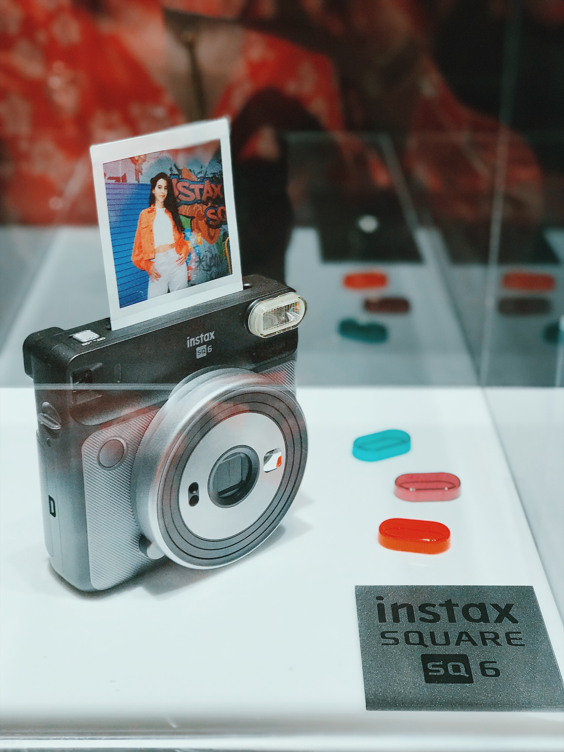 The Instax Square SQ6 comes in Graphite Grey (pictured), Blush Gold and Pearl White &includes 3 flash colour filters