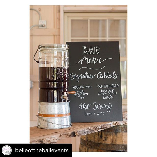 Just a little wedding decor inspiration for your Monday! Nothing beats that simple yet beautiful rustic charm! • • • • • Posted @withrepost • @belleoftheballevents I'd be lying if I said I hated the fact that August is already here for several reasons.... . 1) I love the Fall! Anything pumpkin spice, leaves changing, the weather ++ all the upcoming fall weddings 😍😍 . 2) #whitemarlinopen is probably one of my favorite weeks of the summer! I LOVE watching the boats come in and all the energy in the town! . 3) The fall and winter is my time for vacations! Summer gets so busy that it is hard to stop and enjoy it. I love winding down and taking advantage of the free time to visit family and friends . SO, on that note —  I'm heading down to @sunsetgrilleoc for some WMO festivities ✌️ . . #oceancitywedding #beachwedding #barnwedding #easternshorewedding #easternshore #ocmd #marylandwedding #delawareweddings #weddingideas #weddingdesign #weddingplanner #beachwedding  #coastaldecor #coastalwedding #celebratelove #weddingday #dayofcoordinator #weddingdress #weddingparty #bridesmaids #maidofhonor #bouquets #weddingflowers #bestfriends #shesaidyes #isaidyes #proposal