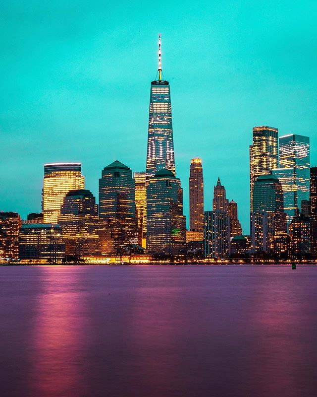 New York City, NY NoahGelfman.com . . . . . #chicago #chitecture #artofchi #flippinchi #mychicagopix #teamcanon #sunrise #sunset #milkyway #longexposure #model #portrait #urbanlandscape #abc7chicago #chicagopulse #insta_chicago #likechicago #shoot2kill #way2ill #agameoftones #thecreatorclass #fartoodope #neverstopexploring #urbanandstreet #heatercentral #illestgrammers #nyc #newyork #newyorkcity