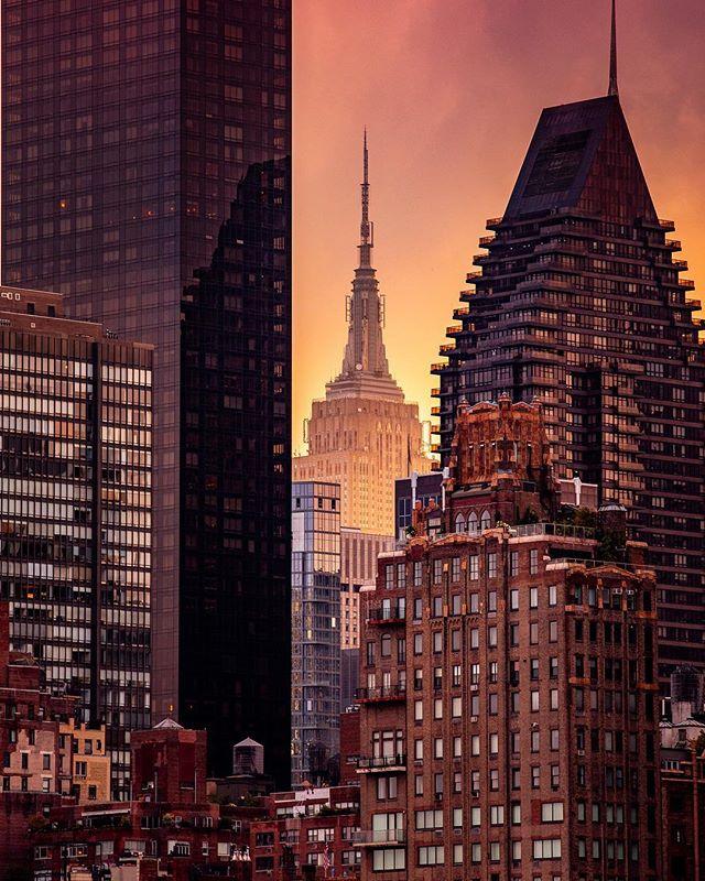 There's nothing more Chicago than New York! NoahGelfman.com 🖱 🖱 🖱 🖱 🖱 #chicago #chitecture #artofchi #flippinchi #mychicagopix #plpix #the_reup #teamcanon #altcreed #sunrise #sunset #milkyway #longexposure #model #portrait #portraiture #urbanlandscape #citykillerz #urbangathering #compositionkillerz #shotzdelight #weekly_feature #visualambassadors #depthobsessed