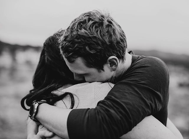 I hope when he looks at this photo he is reminded of how her good her hair smells or that signature scent she wears on her neck that drives him crazy ••• •• • #rachelveltriphotography#feelthefeels#hugs#destinationphotographer#hugitout#neverletgo#couplegoals#engagementphotos#engagementportraits#engaged #rockymountainnationalpark #rockymountainnationalparkengagement#rockymountains#rockymountainphotographer#rockymountainhigh#jjnebugweddings#greenweddingshoes#rockymountainbride#destinationphotographer#coloradodestinationweddingphotographer#wanderingweddings#authenticlovemag#muchlove_ig#lookslikefilm#adventureinstead