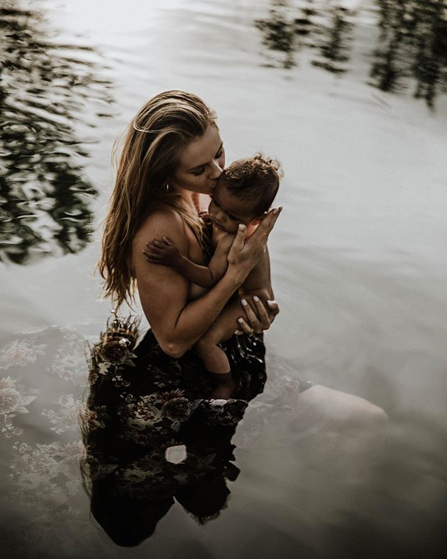 Some of the most beautiful moments I've ever captured have been between this mama + her cub. My love overflows for them ••• •• • @hannahbower2 @jadenmarcushall @rachelveltriphoto • •• ••• #rachelveltriphotography#mamabear#babybear#motherandson#familyportaits#family#destinationphotographer#coloradophotographers#familyphotographer#coloradofamilyphotographer#riverphotos#rivershoot#mamaslove#babylovin#lookslikefilm#authenticlovemag#muchlove_ig#adventureinstead