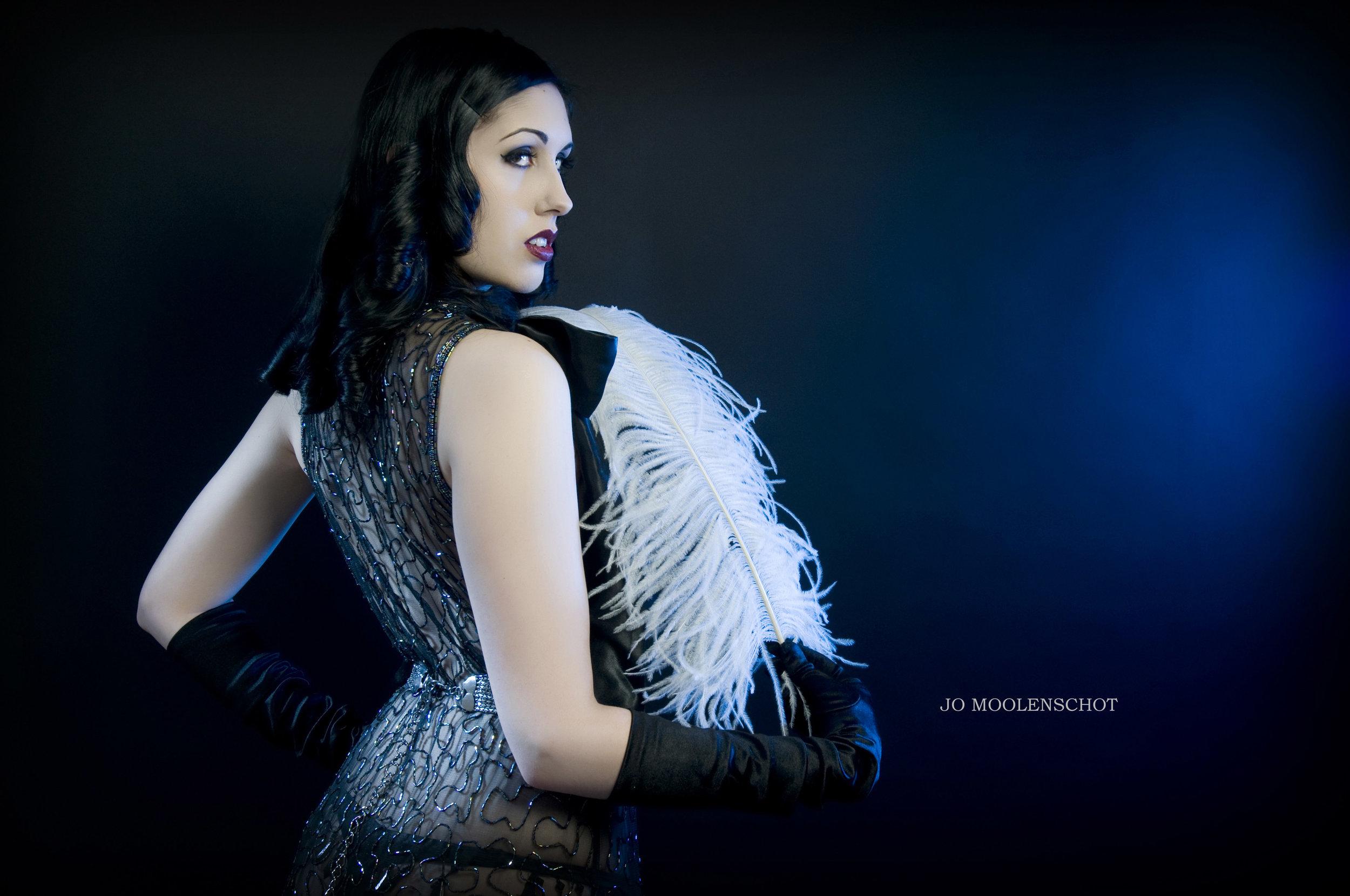 burlesque-performer-fifi-fatale-portrait-photographer-london02.jpg