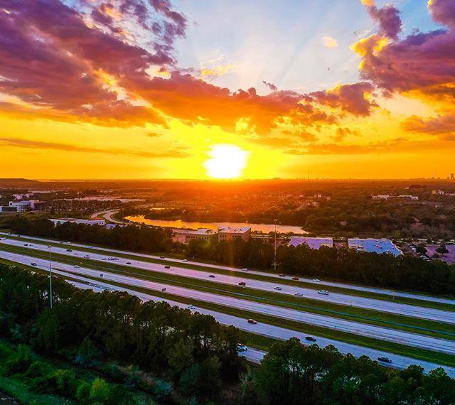 """""""La Tarde Naranja""""  #sunset #evening #tampa #horizon #hue #naranja #florida #sky #floridaexplored #nature #beauty#love #tropic #rays"""