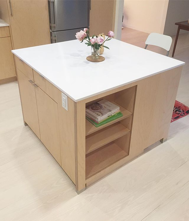 Here is a kitchen island in a project that I designed and built for some great clients, and Simon, a friend I met on the job-site 🐈 Looking forward to another round of work here soon!