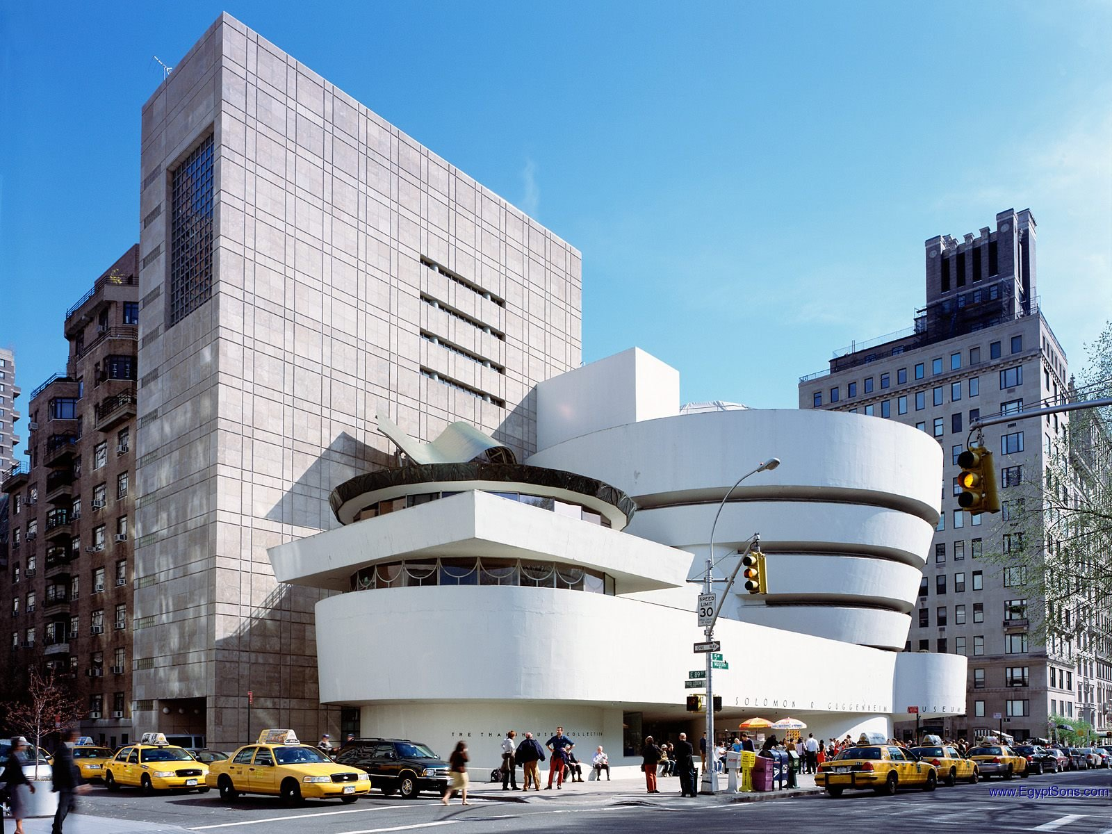 Guggenheim Museum. 5th Ave and 88th St