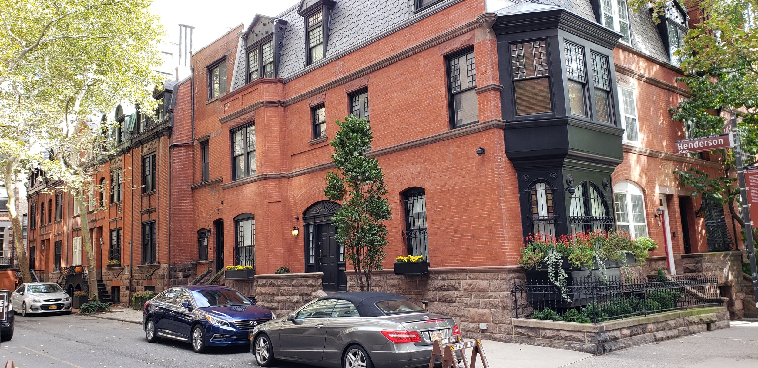 (Henderson Place, East 86th Street)