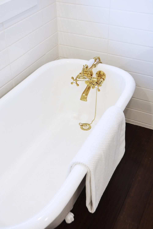 gold-bathtub-faucet.jpg