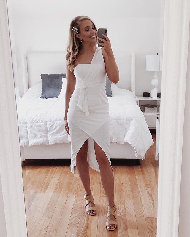 The full look 👀 Got so much love for this dress from @petalandpup! My new go to store for summer dresses. I'm obsessed. Will definitely wear it again on the honeymoon ✈️ Wish linen didn't wrinkle so easily though.  ___ #bridalshowerstyle #bridalshower #bridetobe #june1 #shopstylecollective #petalandpup