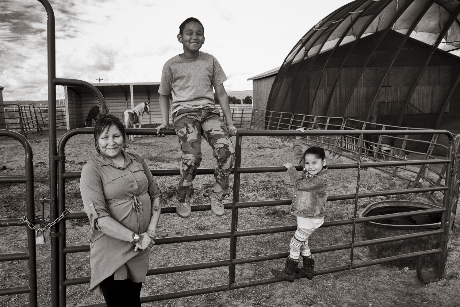 Lisa Lee, her son Zachary and daughter Kadence look at the horses outside the God's Living Water Church in St. Michaels, on the Navajo Nation in Arizona . Don Usner / Searchlight New Mexico.