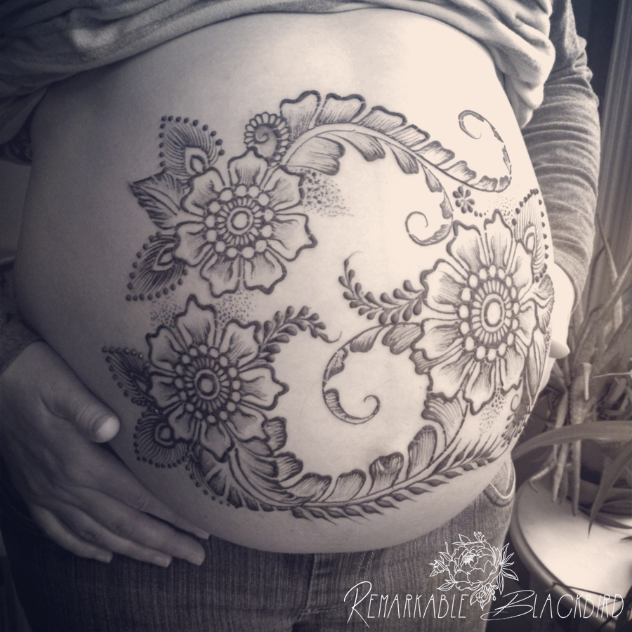 Flowy belly henna
