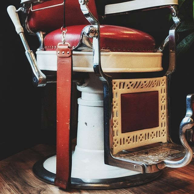 Vintage barber chair appreciation post:⠀ ⠀ Do your job so well and with such pride that your work might be appreciated by people you'll never meet. Today, tomorrow, or 100 years from now 💈❤️ ⠀ #antiquefinds #deepthoughts #vintagebarbershop #builttolast #portlandbarber #barberlove #travelportland #pdx #pdxfashion #lifestylebrand #barbershopconnect #pnwonderland #portlandmade #beardedlife #mensgrooming #giftsforhim