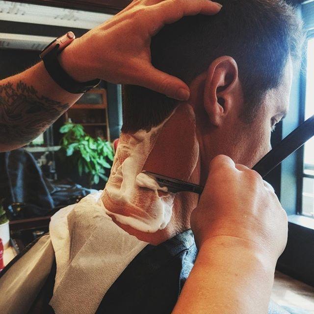 Let's get a little closer... 😘🔪 ⠀ #comealittlecloser #closeshave #closecall #cutthroatrazor #straightrazor #portlandbarber #barberlove #travelportland #pdx #pdxfashion #lifestylebrand #barbershopconnect #pnwonderland #portlandmade #beardedlife #mensgrooming #giftsforhim ⠀