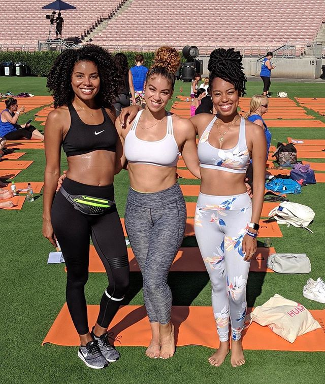 ✨spent the perfect saturday in the sun doing all things wellness at @livestrong_com's #strongerweekend with @iamthedaisha + @iamthedan ~ in addition to drinking ALL the kombucha + taking back2back workout sessions, we attempted to break the #worldrecord for the most people doing a forearm plank. | #fitfriends #selfcaresaturday #livestrong